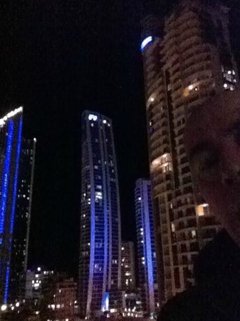 ‪‪Mantra Towers of Chevron‬: Surfers Paradise at night.‬