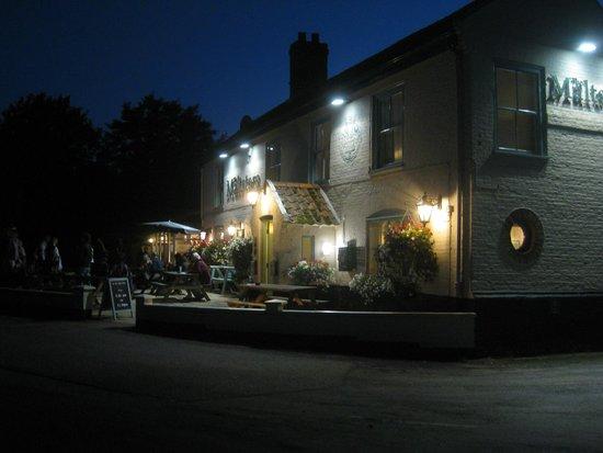 Maltsters Pub & Restaurant: Outside night time