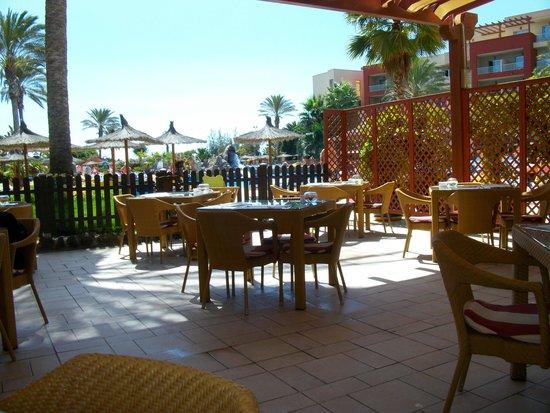 Elba Carlota Beach and Convention Resort: Pool Bar