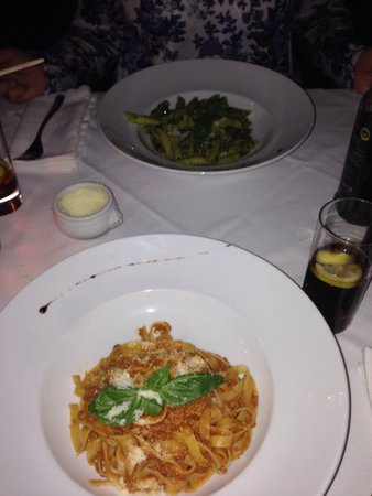 Mezzo Mezzo : Tagliatelle bolognese en pasta pesto