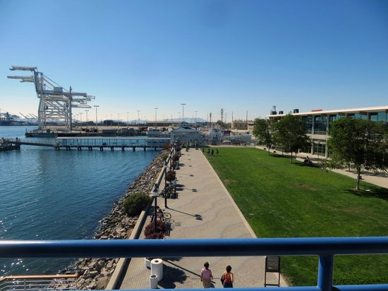 Waterfront Hotel: The Ferry Dock, just walk across the lawn and your there