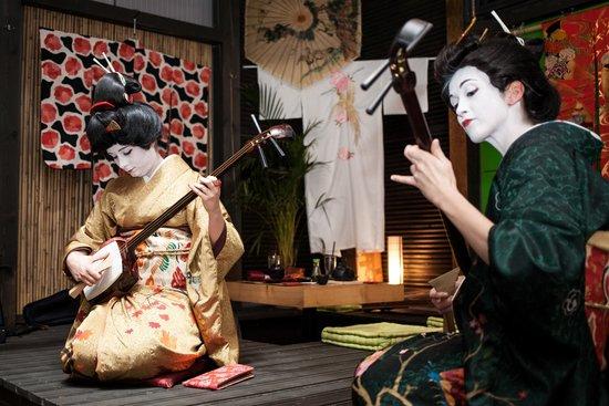 Koji Sushi: pokaz Gejsza-Art