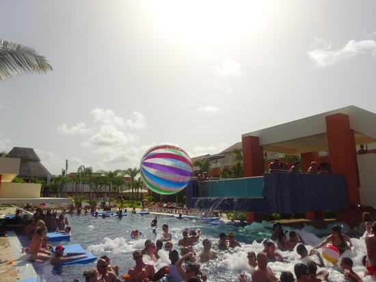 Breathless Punta Cana Resort & Spa: Foam Party