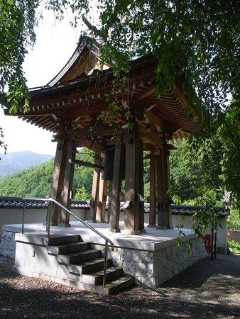 Hase Temple: 2. 長谷寺鐘楼(境内から)