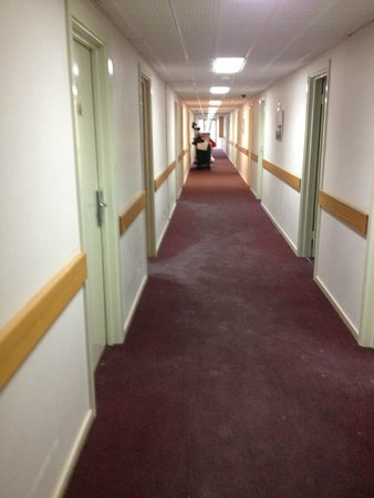 Best Western Airport Motel & Convention Centre : corridor outside my room