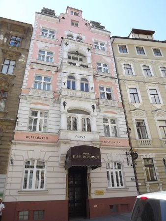 هوتل فورست مترنيخ: Ingang van het hotel.