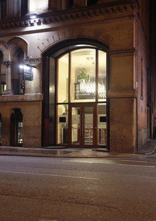 Townhouse Hotel Manchester: Evening exterior