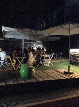 Radio Bar: Jardim, Terraço
