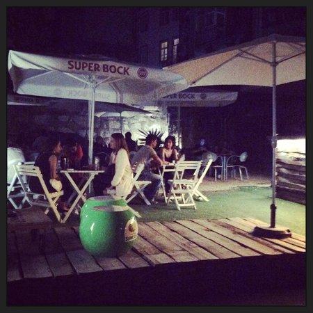 Radio Bar: Jardim interior, Terraço