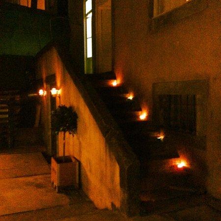 Radio Bar: escadas de acesso ao Piso AM (1º piso) pelo jardim