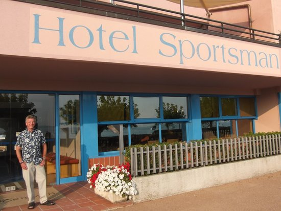 Sportsman Hotel: The foyer - just by lake garda