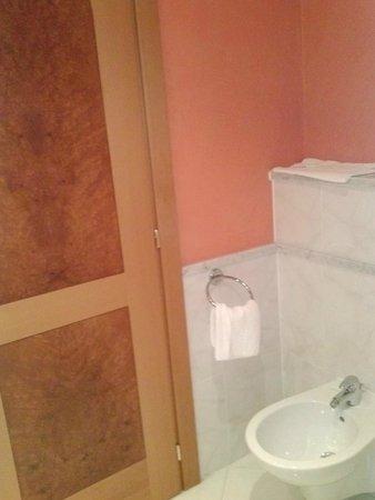 هوتل لا فونتي: Il bagno della Camera 218