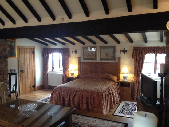 Ann's Cottage and The Old Smithy: Sink into billowing pillows