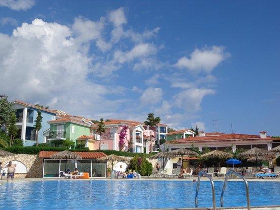 85e1ea77c388 Vista dalla piscina - Bild från Porto Skala Hotel & Village, Skala ...