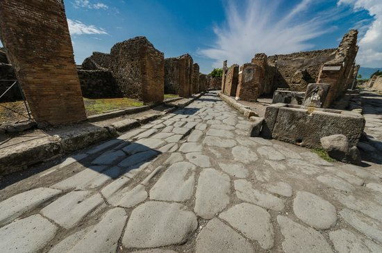 ‪‪Pompeii Archaeological Park‬: roads‬