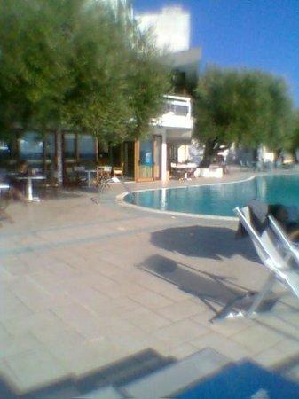 هوتل بايا ديلي سيريني: Lato ristorante piscina 2