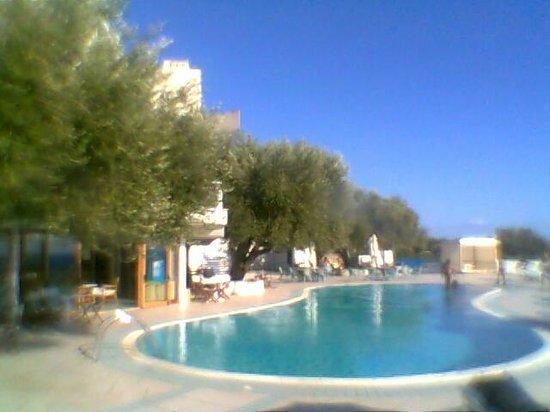 هوتل بايا ديلي سيريني: Lato ristorante piscina