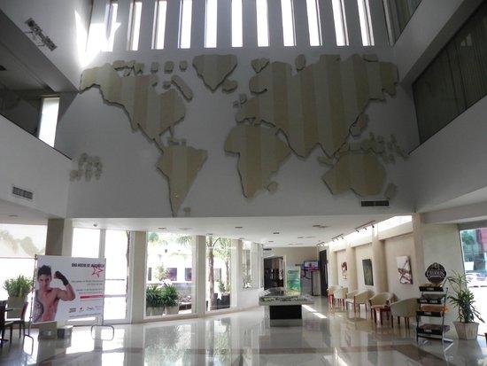 هوتل كوروم جولف تنس آند سبا: El Lobby del hotel