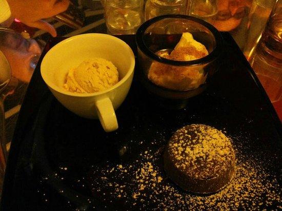È Cucina - Cesare Marretti: Tortino al cioccolato con gelato alla nocciola e crema al mascarpone