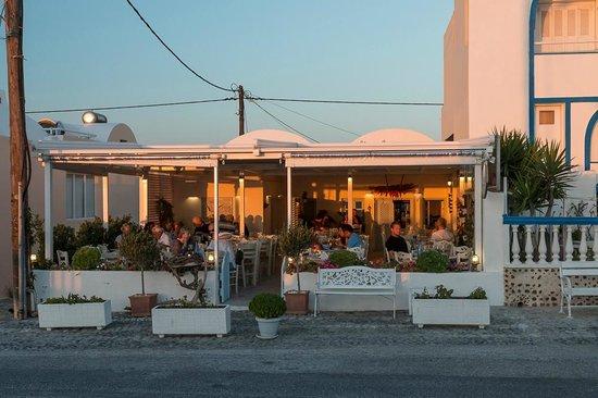 Avocado Restaurant: Der Eingang und die Terrasse