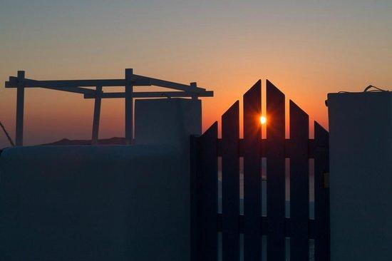 Avocado Restaurant: Den Sonnenuntergang kann man von der Terrasse beobachten