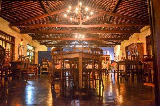 Hotel Ponta do Madeiro: Restaurante estilo neocolonia
