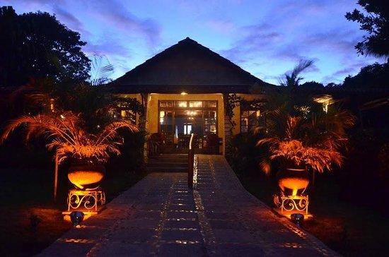 Hotel Ponta do Madeiro: Restaurante -entrada principal