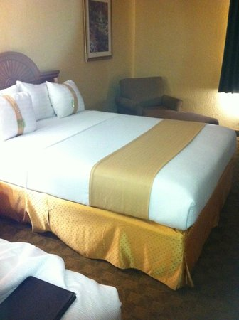 Holiday Inn Viera Conference Center : Comfortable bed with clean linens
