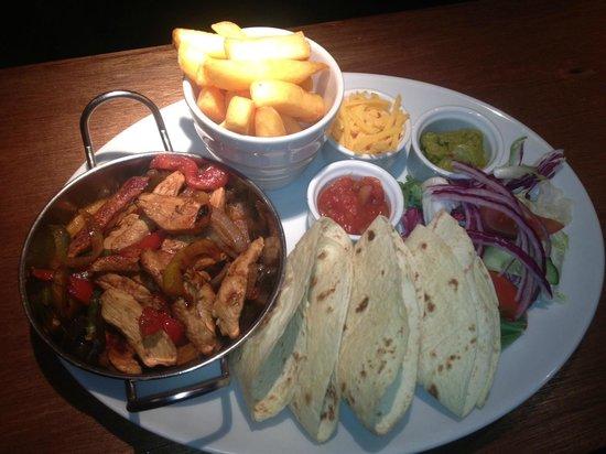 The Oasis Restaurant: Chicken Fajitas