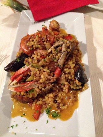 Arcada Villasimius: Ganz lecker! Auch wenn ich nicht wusste, wie man den Fisch am besten isst... ;-) Bewertung des R