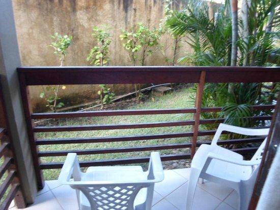 Pousada Costeira Da Barra: Vista da varanda p/ o muro