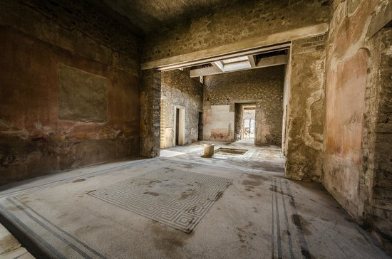 Pompeii Archaeological Park: some rich roman dudes house and atrium