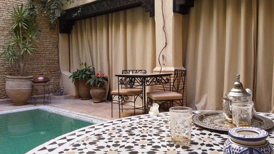 رياض دار هافين: patio piscina
