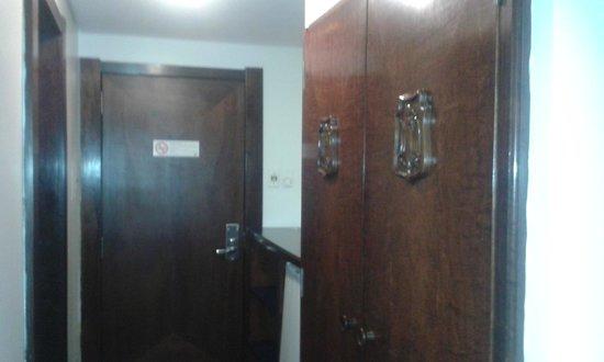 بلازا بلوميناو هوتل: Porta / armário