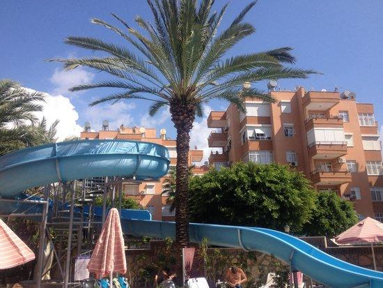 Sonas Alpina Hotel: водная горка в бассейн
