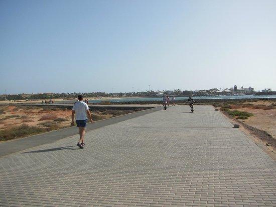 Elba Carlota Beach and Convention Resort: Променада до Калеты де Фусто