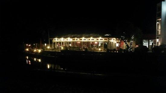 Hotel & Restaurant Fackelgarten Plau am See: Hotel und Restaurant bei Nacht