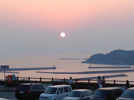 Sunset Park Hamada Michi-no-Eki: 浜田港に沈む夕日
