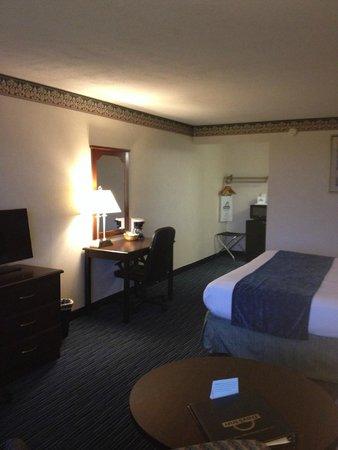 Days Inn Waynesboro: Room 141