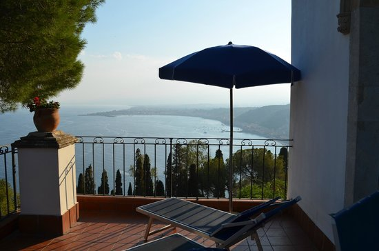 Hotel Bel Soggiorno: Terrasse avec vue Mer & Etna