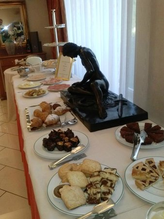 هوتل لا فونتي: Buffet colazione.