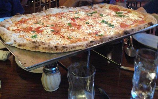 Via Napoli Ristorante e Pizzeria: Margherita Pizza