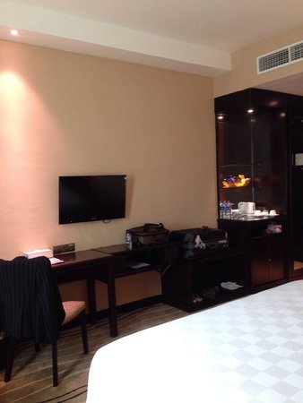 """Four Points by Sheraton Medan: 32"""" TV"""