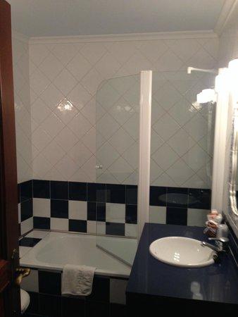 Gran Hotel Rural Cela: bathroom
