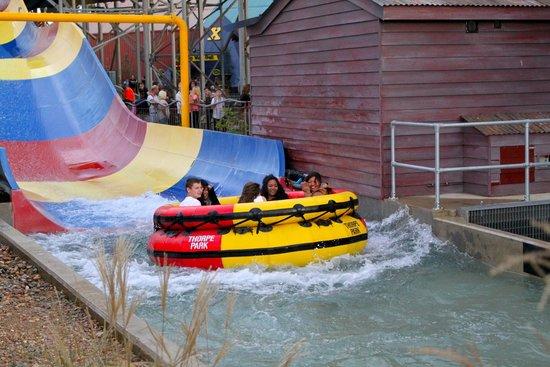 حديقة ثورب بارك: water ride