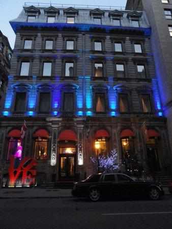 LHotel: Hotel is beautiful at night