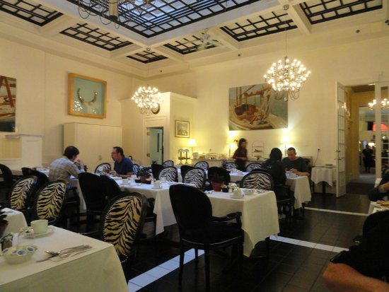 لوتل مونتريال: Nicest dinning room ever for a complementary breakfast