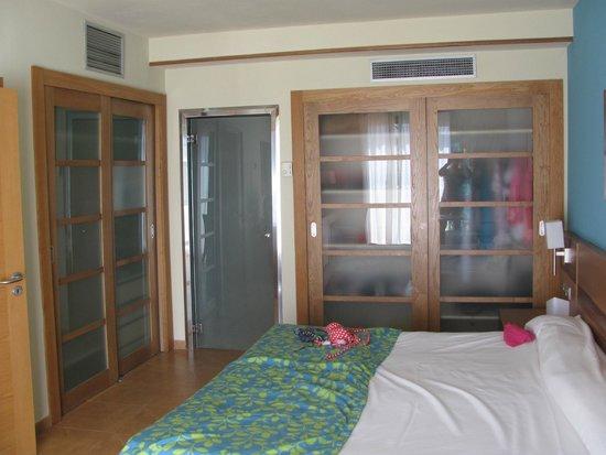 Elba Carlota Beach and Convention Resort: Спальня номера люкс