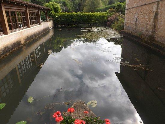 Moulin de la Veyssiere: extérieur du moulin