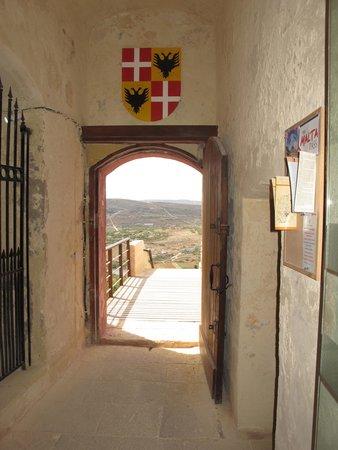 St Agatha's Tower : Detalhe em cima da porta, vista de dentro para fora